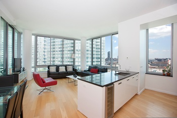 The View Condo-Sprawling 3 Bed/3Bath with Soaring High Ceilings & Private Balcony